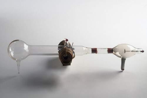 Tubul catodic al lui J J Thomson