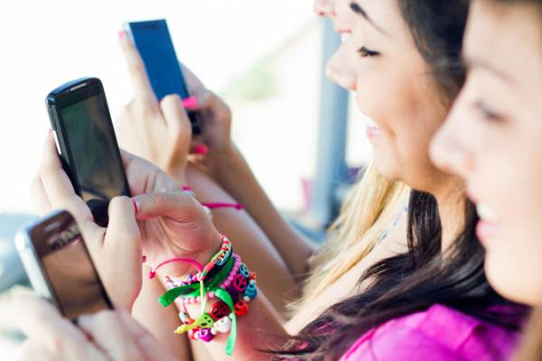 Cu ochii pe smartphone