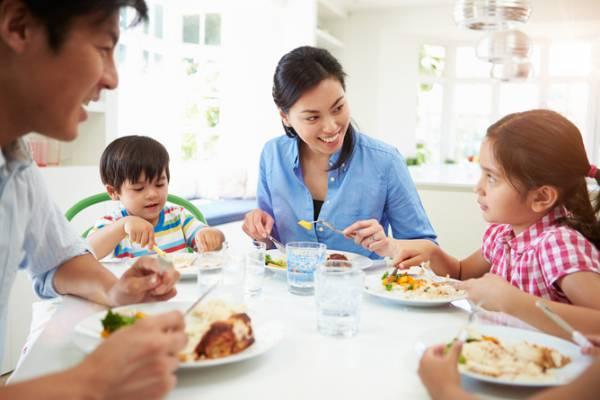 Mâncați alături de copiii dumeavoastră