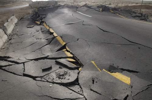Cutremurele sunt descrise de legi statistice de tip putere