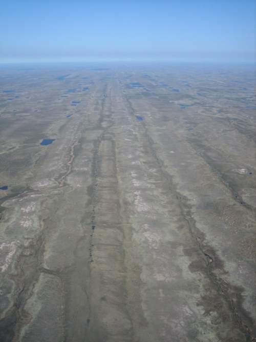 Urmele lăsate pe teren de fluxurile de gheață