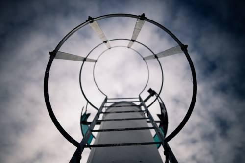 Atunci când visăm că ne cățărăm pe ceva, ochii se mișcă vertical