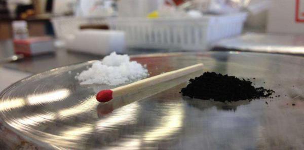 Prepararea nanosferelor conductoare de carbon care funcționează ca qubiți la temperatura camerei