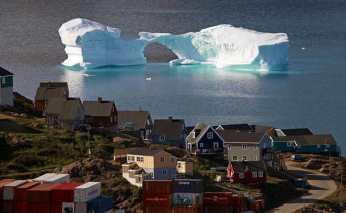 Topirea icebergurilor din regiunile arctice
