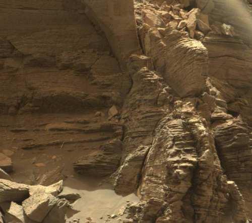 Afloriment cu pietre stratificate din regiunea Murray Buttes
