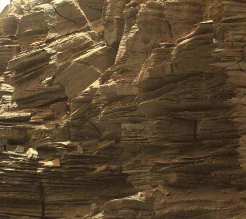 Roci sedimentare fin stratificate din regiunea Murray Buttes
