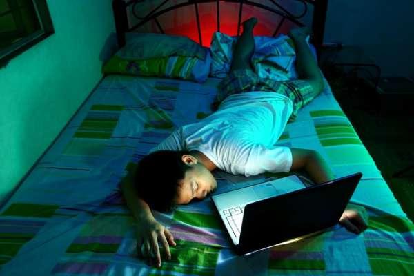 Adolescenții au nevoie de 9 ore de somn pe noapte