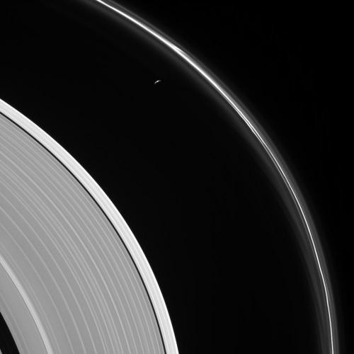 Inelul F al lui Saturn