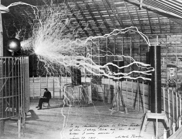 Nikola Tesla în laborator