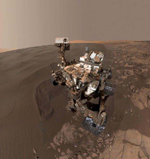 Curiosity printre dunele de pe Marte