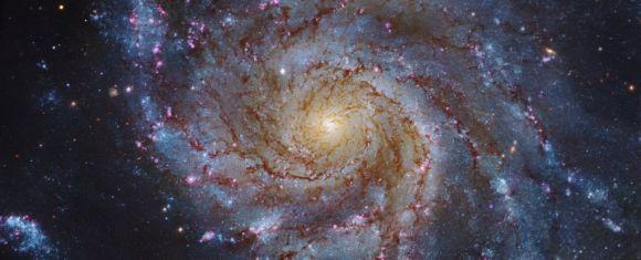 Galaxia spirală M101
