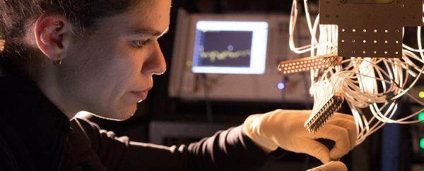 Montajul procesorului cuantic Bristlecone