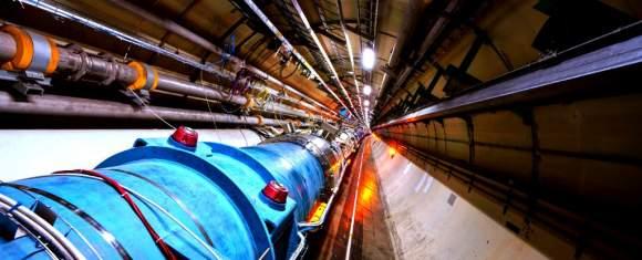 LHC a accelerat primii atomi