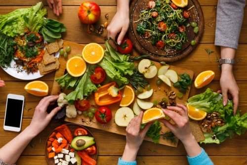 Mancați mai multe fructe și legume