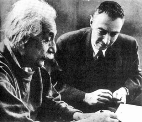 Einstein și Oppenheimer