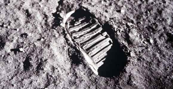 Urma omului pe Lună