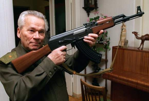 Mihail Kalasnikov și AK-47