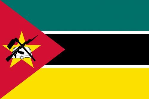 Steagul Mozambicului prezintă un AK-47