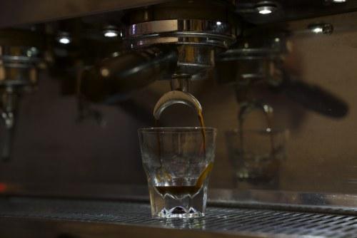 Espresso în 14 secunde folosind 15 g de cafea și 40 g de apă