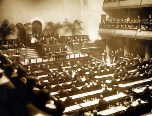 Prima întalnire a Adunării Ligii Națiunilor în noiembrie 1920