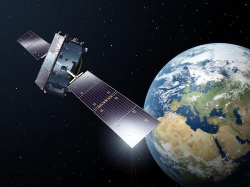 Satelit Galileo pe orbită, Pământul în fundal